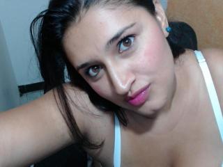 NakiaEvans webcam striptease