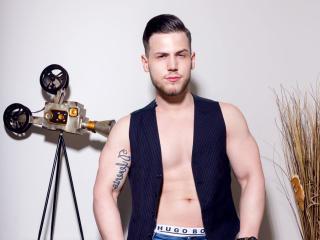 AlexxSynn模特的性感個人頭像,邀請您觀看熱辣勁爆的實時攝像表演!