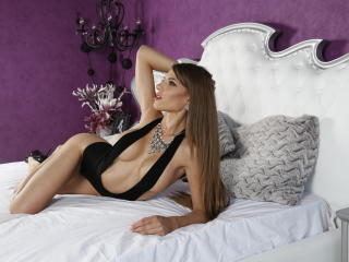 Photo de profil sexy du modèle AngeAnna, pour un live show webcam très hot !