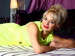 Velmi sexy fotografie sexy profilu modelky CaramelMilf pro live show s webovou kamerou!