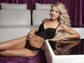 Foto de perfil sexi, da modelo CarieByrone, para um live show webcam muito quente!