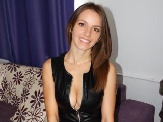 MissJoliSourire模特的性感個人頭像,邀請您觀看熱辣勁爆的實時攝像表演!