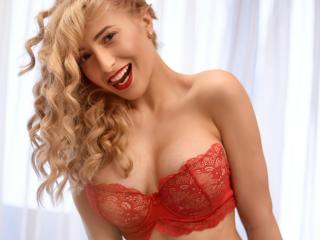 SophyaElise模特的性感個人頭像,邀請您觀看熱辣勁爆的實時攝像表演!