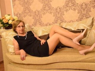 DivineCarla - 在XloveCam?欣賞性愛視頻和熱辣性感表演