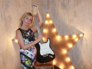 SilviaMarlow horny webcam show