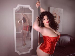 KathyaMore - 在XloveCam?欣賞性愛視頻和熱辣性感表演