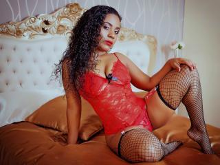 EvaMarin - Chat live excitant avec une jeune nana très sexy latine sur la plateforme Xlovecam.com