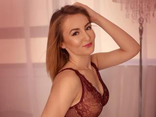Sexy profile pic of CarollineGenevie