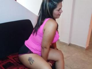 Heileen sexy and horny webcam girl