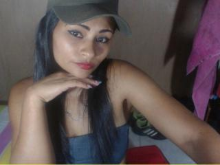 HornySayra smoking webcam girl