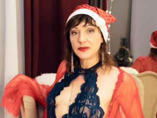 LuxuryChickX group striptease