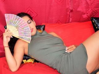 PrettyCrystall girl webcam model