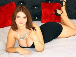 Photo de profil sexy du modèle AmelinaX, pour un live show webcam très hot !