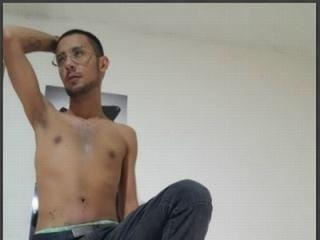 Picture of the sexy profile of AndresLatinHot, for a very hot webcam live show !