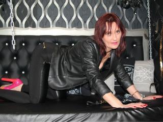 Photo de profil sexy du modèle BestSwitchKarissa, pour un live show webcam très hot !