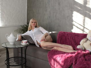 Velmi sexy fotografie sexy profilu modelky EllenMoore pro live show s webovou kamerou!
