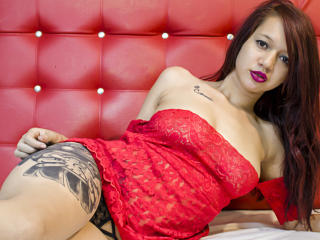 Photo de profil sexy du modèle EmilyLou, pour un live show webcam très hot !