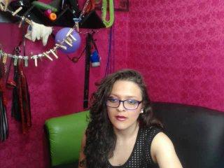 Poza sexy de profil a modelului HottyLatinoGirl, pentru un intens show webcam live !