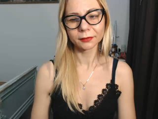 Photo de profil sexy du modèle Hotunia, pour un live show webcam très hot !