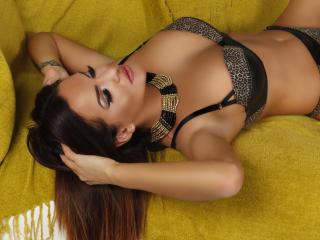 Foto de perfil sexy de la modelo JolieKarisa, ¡disfruta de un show webcam muy caliente!