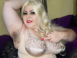 Hình ảnh đại diện sexy của người mẫu KaryQueen để phục vụ một show webcam trực tuyến vô cùng nóng bỏng!