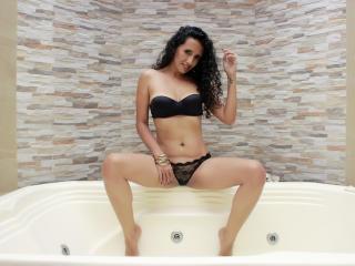 Hình ảnh đại diện sexy của người mẫu LucianaSexy để phục vụ một show webcam trực tuyến vô cùng nóng bỏng!