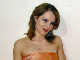 Picture of the sexy profile of LuckyIrene, for a very hot webcam live show !