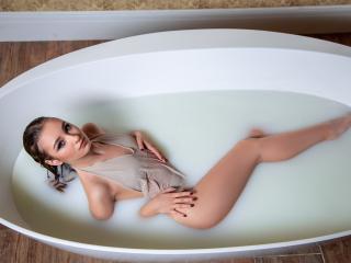 Hình ảnh đại diện sexy của người mẫu MerindaFoxy để phục vụ một show webcam trực tuyến vô cùng nóng bỏng!