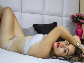 Picture of the sexy profile of MyaFlower, for a very hot webcam live show !