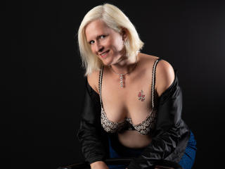 Photo de profil sexy du modèle SquirtDelphina, pour un live show webcam très hot !