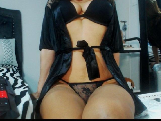 Hình ảnh đại diện sexy của người mẫu AmmbraBlue để phục vụ một show webcam trực tuyến vô cùng nóng bỏng!