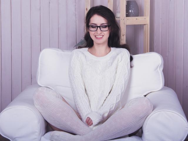 Фото секси-профайла модели AvrilAprelCool, веб-камера которой снимает очень горячие шоу в режиме реального времени!