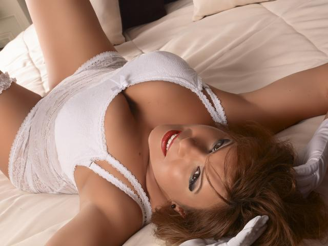 Photo de profil sexy du modèle ChristinneHot, pour un live show webcam très hot !