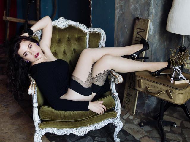 Photo de profil sexy du modèle CrazyXLaura, pour un live show webcam très hot !