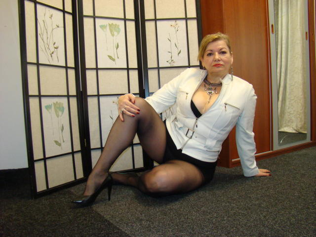 Picture of the sexy profile of Cristinne69, for a very hot webcam live show !