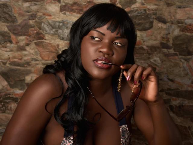 Photo de profil sexy du modèle EmaBlen, pour un live show webcam très hot !