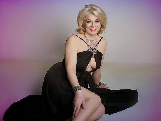 Velmi sexy fotografie sexy profilu modelky ExoticGiselleX pro live show s webovou kamerou!