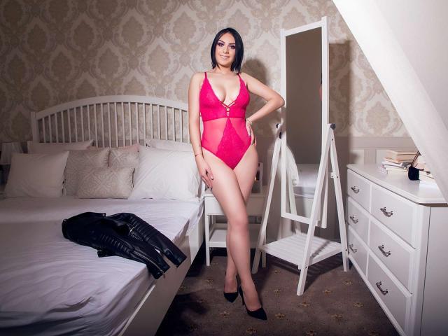 Photo de profil sexy du modèle JudieHeaven, pour un live show webcam très hot !