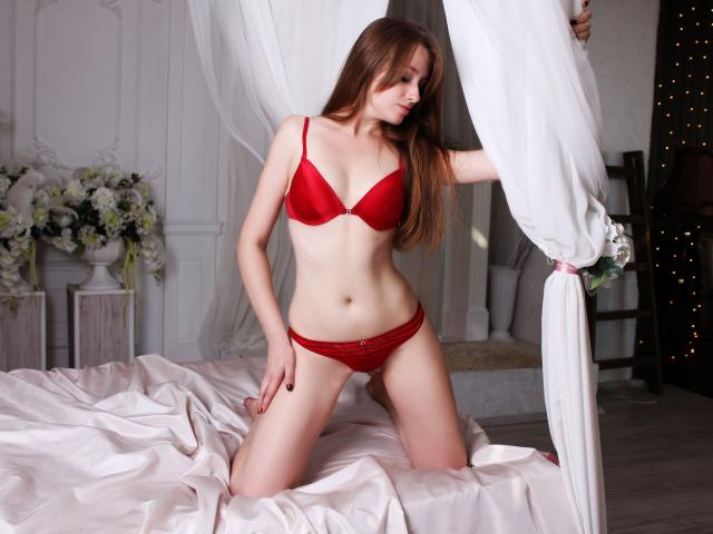 Photo de profil sexy du modèle LilyEmerald, pour un live show webcam très hot !