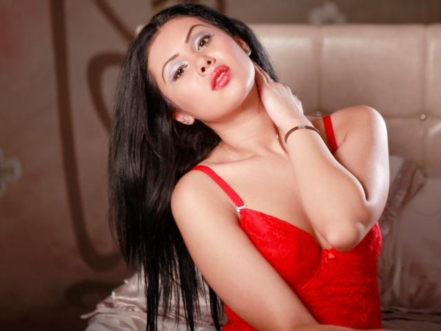 Picture of the sexy profile of OneHornyLatina, for a very hot webcam live show !