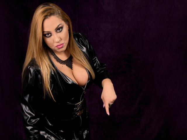 Picture of the sexy profile of SensualRaissa, for a very hot webcam live show !