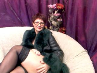 MatureEva - Webcam live x with a Lady with regular tits