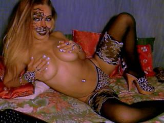 SexxWildRose - Sexy live show with sex cam on XloveCam