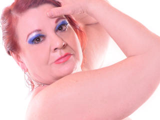 LucilleForYou - Spectacle excitant avec cette Camgirl mature pulpeuse