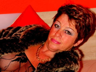Bettina - Chat live hard with this hairy genital area Lady over 35