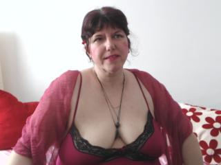 MatureAnais - Cam x with a being from Europe Lady over 35
