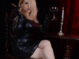 Vixenmilf - Show hot with a sandy hair Dominatrix