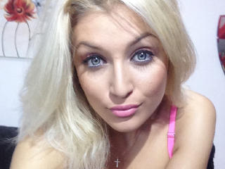 QueenBlowJob - Sexy live show with sex cam on XloveCam