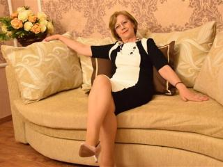 DivineCarla - online show xXx with a skinny body Lady over 35