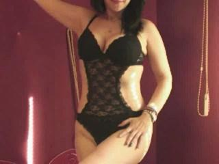 SensualCrissa - Sexy live show with sex cam on XloveCam®
